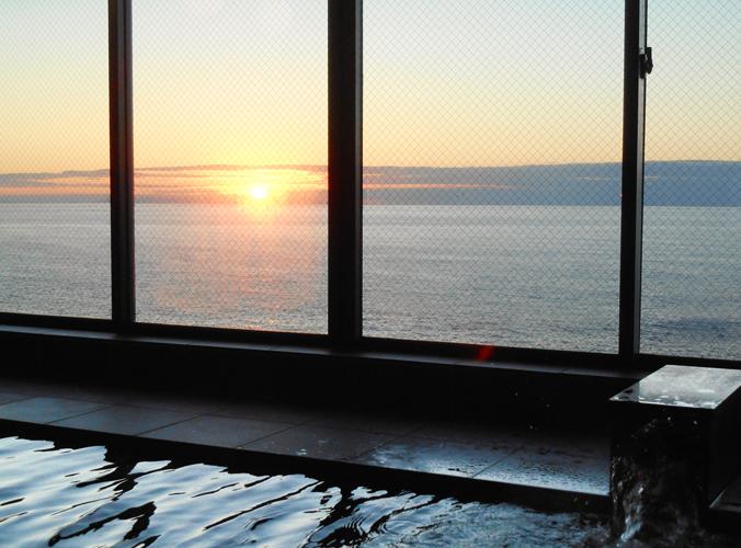 海が一望できる天然温泉